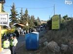 שוטרים בולמים כניסה. מירון, צילום: אליעזר ש.