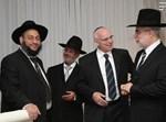 """חוגי (משמאל) בחתונת בנו של ח""""כ לשעבר בניזרי, בשבוע שעבר. צילום: יעקב כהן, בחדרי חרדים"""