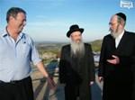 ראש עירית נצרת עלית שמעון גבסו, ישראל אייכלר ורבה של נצרת עילית הרב יעקובוביץ