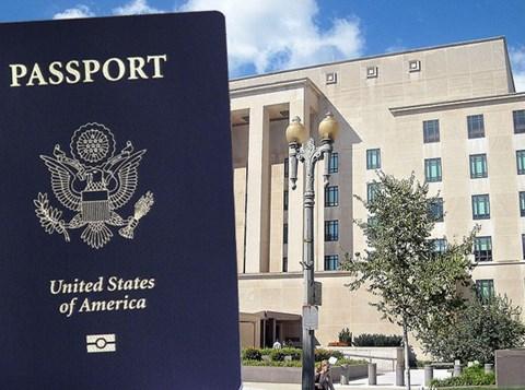 דרכון אמריקני על רקע הסטייט דיפרטמנט
