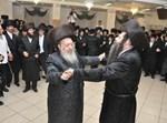 """האדמו""""רים מנאראל וקידינוב בריקוד בשמחה"""