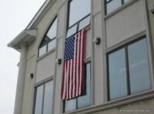 דגל אמריקה בבית המדרש 'קהל עטרת ישיבה'. צילום: ליקווד סקופ