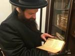 """בן האדמו""""ר ביקר ב""""ספריית שניאורסאהן"""" במוסקבה"""