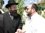 קובי אריאלי עם רב הכותל, הרב שמואל רבינוביץ. צילום: י. בלינקו