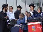 חסידי ברסלב בשדה התעופה של קייב