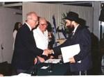רבין מעניק את 'פרס ראש הממשלה' למשורר עוזר