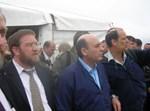 שר הביטחון וראש עיריית ביתר עילית משקיפים על הגבעות. צילום: דוברות והסברה, עיריית ביתר עילית