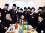 הרב אהרון מרדכי רוקח, עם דייני בעלזא בלונדון
