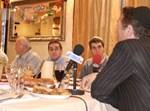 ארקדי גאידמק חבוש כיפה, במפגש עם התקשורת החרדית. צילום: ניר בוקסנבאום, אתר one