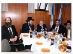 השר גדעון עזרא בחברת ראש העיר בני ברק וחברי המועצה