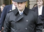 הלוביסט ג'ק אברמוף יוצא מבית-המשפט.  צילום: איי פי