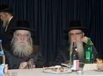 """האדמו""""ר מפשעווארסק, רבי לייביש לייזער (משמאל)"""
