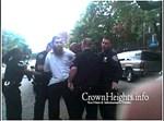 השוטרים מניחים אזיקים על ידיו של האברך. צילום: 'קראון הייטס אינפו'