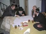 """ראש הישיבה הגר""""י מאיר שליט""""א והרב משה ליבוביץ, בוחנים את תוכניות הבניה"""