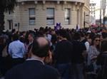 צרפת מאות בהפגנת תמיכה במשפחות הרוגים