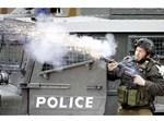 חייל יורה לעבר מפגינים, אתמול בחברון. צילום: רויטרס