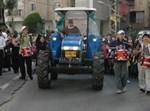 הטרקטור בתהלוכה