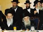 """הרבנים וואזנר. מאחורי הגר""""ש גבאו, ר' יהושע לוי. צילום: א. וסרמן"""