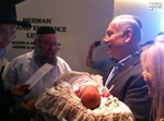 ראש הממשלה והמוהל הרב משה ויסברג בברית. צילום: בחדרי חרדים