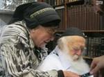 """הרבנית והגר""""ח מתבוננים בהגרי""""ש"""