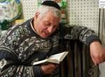 יהודי קורא פרשת המן