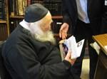 """הגר""""ח קנייבסקי בקריאת ספר השקדן. צילום: רבהברהונא"""