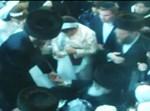 החתן והכלה בריקוד עם האב