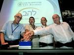 מימין לשמאל:  אודי אהרוני, פרופ' צבירן, פרופ' טישלר, שאול ברונפלד. צילום: משה שי