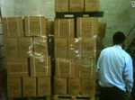 אברהם קריכאלי במחסן באל-עיזריה