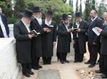 """אחי הגאון רבי יעקב יוסף זצ""""ל עולים אל קברו, הבוקר"""