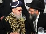 רבי דוד יוסף עם אביו. צילום: ארכיון
