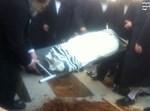 גופתו של שמילי מורדת לקבורה