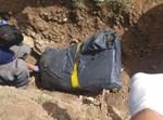גופת המנוח מוצאת מהקבר בגינה. צילום: משטרת ישראל