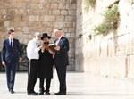 טראמפ בכותל. צילום: ישראל ברדוגו