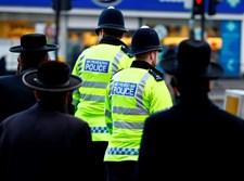 חרדים לצד שוטרים. אילוסטרציה
