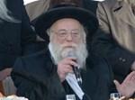 """האדמו""""ר מתולדות אהרן נואם בעברית. צילום: שוקי לרר"""