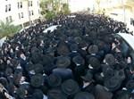 אלפים במסע הלוויה. צילום: שוקי לרר
