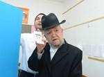 """הגר""""מ מאזוז מצביע בבחירות. צילום: שוקי לרר"""