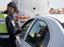 """שוטר תנועה נותן דו""""ח"""
