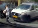 ילד מתפרץ לכביש. אילוסטרציה