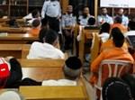 אסירים בבית כנסת באגף דתי