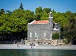 הכנסייה שהוצתה בכפר נחום