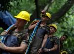 צוותי חילוץ בתאילנד