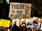 ממשיך לעורר תגובות סוערות. מתנגדי טראמפ מפגינים