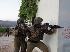 החיילים בפעילות בכפר