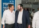 אברהם מנלה ונציג יחד בביוף בתל אביב
