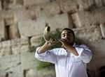 יהודים, קומו באמצע הלילה! צילום ארכיון: יונתן סינדל, פלאש90