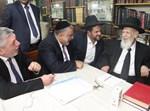חכם שלום כהן עם הנציגים ברשויות