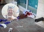 """הנרצח ארי הולד הי""""ד על רקע זירת הפיגוע"""