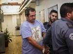 העיתונאי הדורס חוליו דה לה גווארדיה מובא להארכת מעצרו